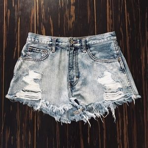 cute distressed light wash hollister jean shorts